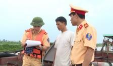 Bắt giữ tàu khai thác cát trái phép trên sông Hồng