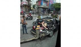 Tai nạn giao thông liên tiếp tại ngã tư Phúc Tăng