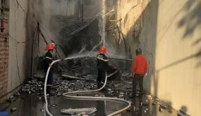 Cháy nổ nơi chứa bình gas dân dụng và vỏ bình gas du lịch tại số 776 đường Nguyễn Văn Linh