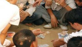 Bắt nhóm bạc say sưa sát phạt trong phòng nghỉ của công nhân