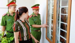 Nhóm thanh niên chế mìn ném vào nhà người vay nợ