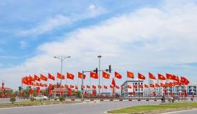 Hải Phòng rực rỡ cờ, pano, khẩu hiệu chào mừng Đại hội Đảng bộ thành phố lần thứ XVI