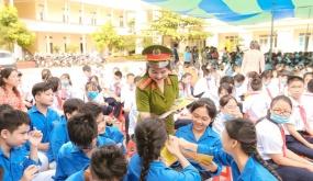 Tuyên truyền An toàn giao thông cho hàng trăm học sinh Tiểu học