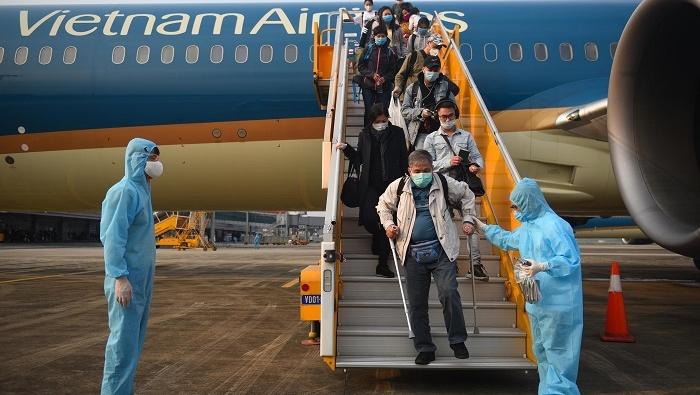 Sân bay Vân Đồn đón thêm hơn 500 người Việt trở về từ vùng dịch theo quy trình đặc biệt